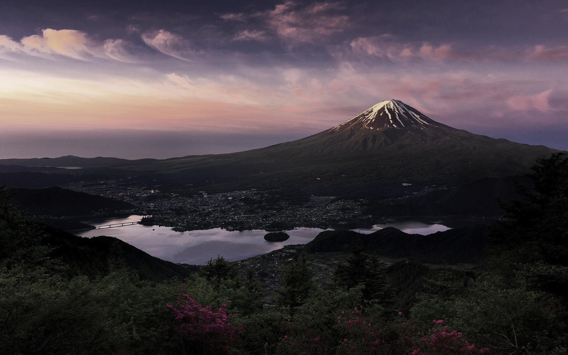 Fuji-volcano-mountain-morning